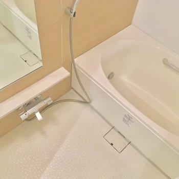 バスルームは浴槽が大きいー!ゆったり浸かろう※写真は6階の同間取り別部屋のものです