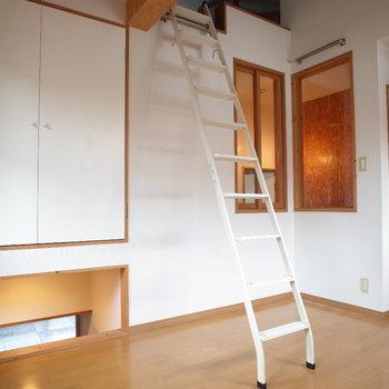 ここからも下を覗けます♪※写真は1階の同間取り別部屋、清掃前のものです