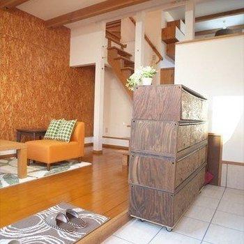 玄関の靴箱は移動できますよ※写真は1階の同間取り別部屋、清掃前のものです