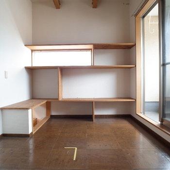 階段上がるとデザイナーズ感を忘れないココロ※写真は1階の同間取り別部屋、清掃前のものです