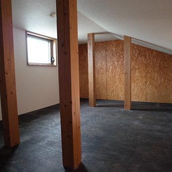 ロフトをあがると屋根裏部屋♪※写真は1階の同間取り別部屋、清掃前のものです