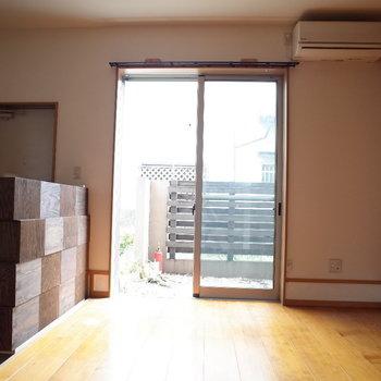 南向きからくる光が心地よい・・。※写真は1階の同間取り別部屋、清掃前のものです