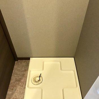 洗濯機は脱衣所に。上部収納は自分で作ろう!
