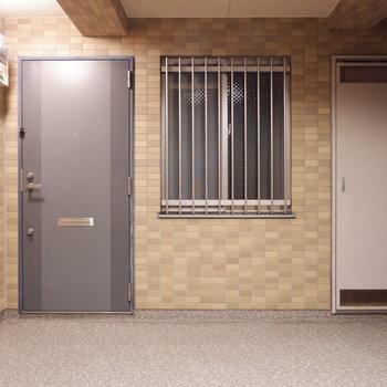 エレベーター出てすぐのお部屋です。