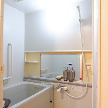 浴室も清潔感あります。