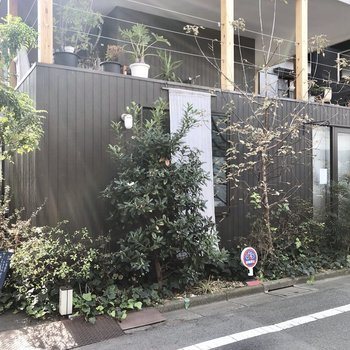 同じ区画の中にあるカフェ兼住宅!
