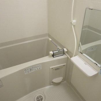 お風呂は普通。※写真は14階の同間取りの別部屋です。