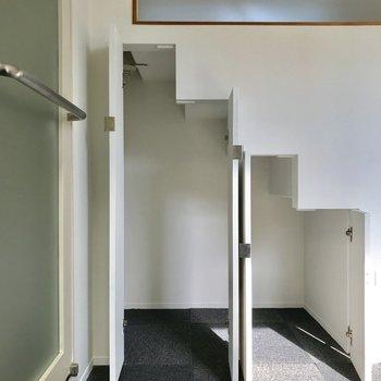 【Room】階段下の形に沿った収納。おしゃれ◎※写真は通電前のものです