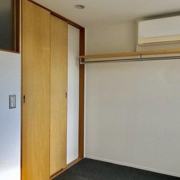 【Room】コート類は見せる収納※写真は通電前のものです