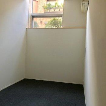 ここも日当たり◎寝室として使うのが良さそう◎※写真は通電前のものです