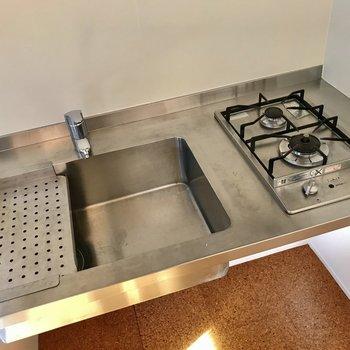 食器も乾かせますよ※写真は通電前のものです