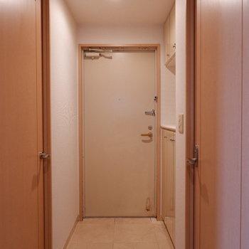 玄関も広め・シンプル