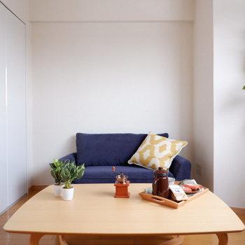 【洋室1】ソファと大きめのローテーブルを置けるほどの広さ!