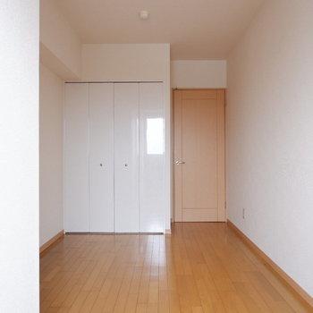 【洋室2】自分の趣味はお部屋にぎゅぎゅっと詰め込みましょう