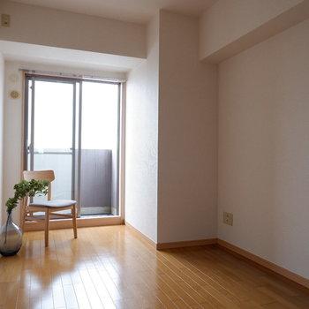 【洋室2】こちらは玄関側の洋室です