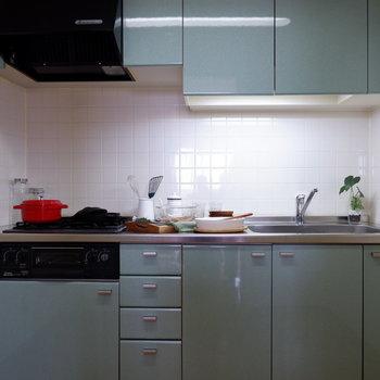【LDK】キッチンはライトグリーンで爽やかに