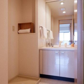 洗面台は大きい鏡がお気に入り◎