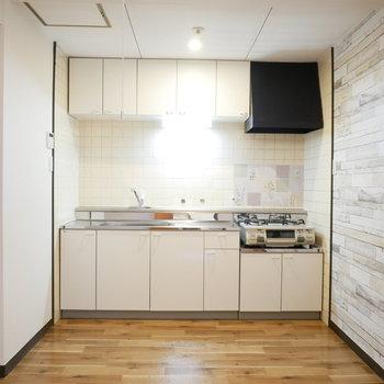 キッチンは既存のものですがきれいで幅広です!※写真は前回募集時のものです