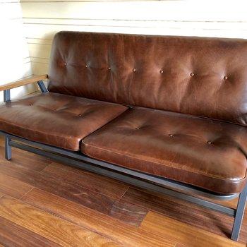 こちらのビンデージ風のソファが付いてきます。
