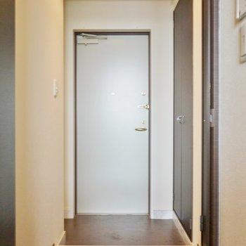 玄関も丁度良い広さだね。※写真は同間取り別部屋のものです。