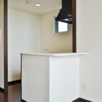 キッチンは素敵なカウンターキッチン♪※写真は同間取り別部屋のものです。