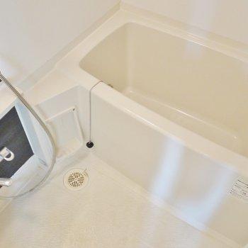 お風呂も十分な広さ。※写真は同間取り別部屋のものです。