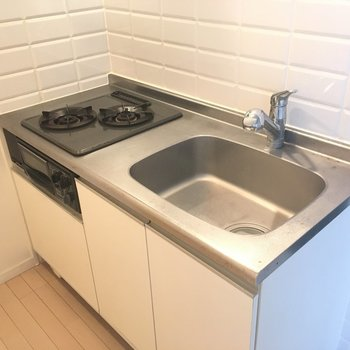 キッチンのしろタイルも清潔感
