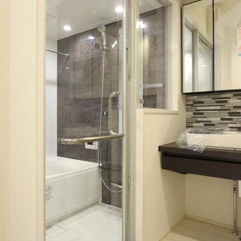 お風呂の扉はスケスケ※写真は前回募集時のものです。