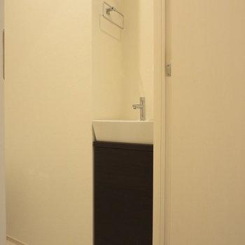 手を洗うようのちいさな洗面台も完備◎※写真は前回募集時のものです。