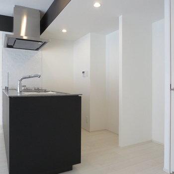 【LDK】冷蔵庫や棚を置くスペースも確保◎※写真は前回募集時のものです。