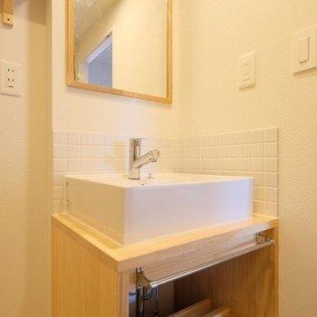 洗面台は人気の造作洗面台※同間取り別部屋の写真です