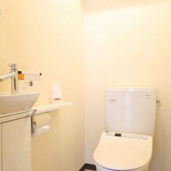 トイレはウォシュレット付き、手洗い場まで完備※写真は前回掲載時のものです。
