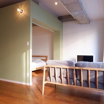 こちらは団欒スペース※家具家電はイメージです