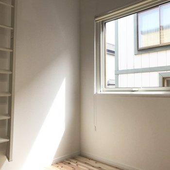 窓はやや大きめ。※写真は反転間取り別部屋です。