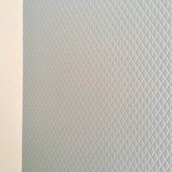 ブルーの壁がちょっぴりぷっくりかわいいのです