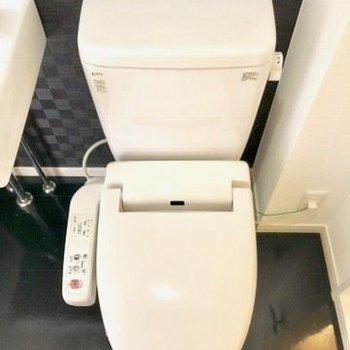 トイレはウォッシュレット付き。※写真は4階の同間取り別部屋のものです