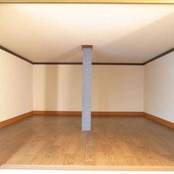 そして奥には収納によさそうなスペースが。普段使いしないものはこちらへ。