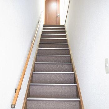 【共用部】階段を上がって左!