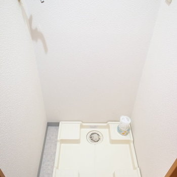 浴室のそばに洗濯パンです。