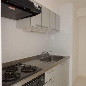 広々キッチン。※写真は9階の同間取り別部屋のものです。