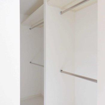 ウォークインクローゼット。※写真は9階の同間取り別部屋のものです。