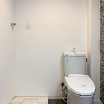 トイレ、洗濯機置き場、洗面台は脱衣所に
