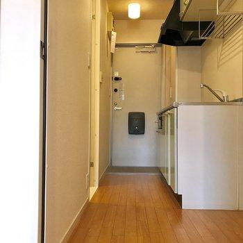 廊下も2人が通れるスペースがありました