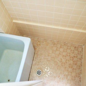 お風呂には窓があります