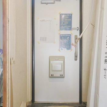 【工事中】玄関はタイルも張り替えます