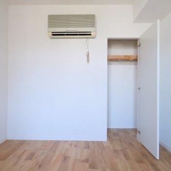収納はコンパクトに※実際のお部屋にエアコンは付きません・写真はイメージ