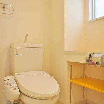 黄色の棚がポップ。※写真は別部屋