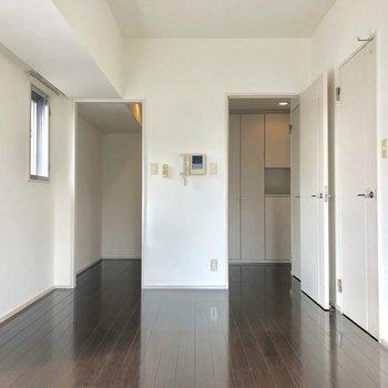 キッチンがお部屋から見えないのは嬉しいです〜※写真は8階の同間取り別部屋のものです