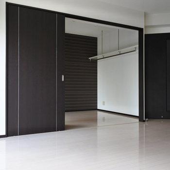 仕切ると1LDKとしても使えるお部屋。※写真は6階の同間取り別部屋のものです