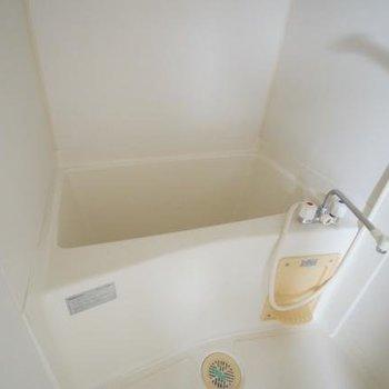 お風呂は大きくも、小さくもなく普通かな。※写真は6階の同間取り別部屋のものです